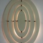 גופי תאורה מעוצבים - גוף תאורה מעץ תלוי על קיר