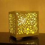 גופי תאורה מעוצבים - גוף תאורה שולחני מעץ