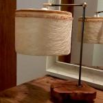 גופי תאורה מעוצבים-גוף תאורה שולחני-אהיל מחומר טבעי פס תחרה בשילוב חרוזים,מעמד ממשטח מעץ זית ועמוד מתכת